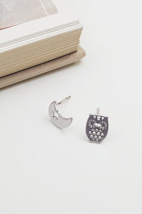 Owl and moon stud earring in Silver | Minimalist Animal Jewelry